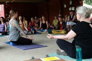 yoga retreat group meditation