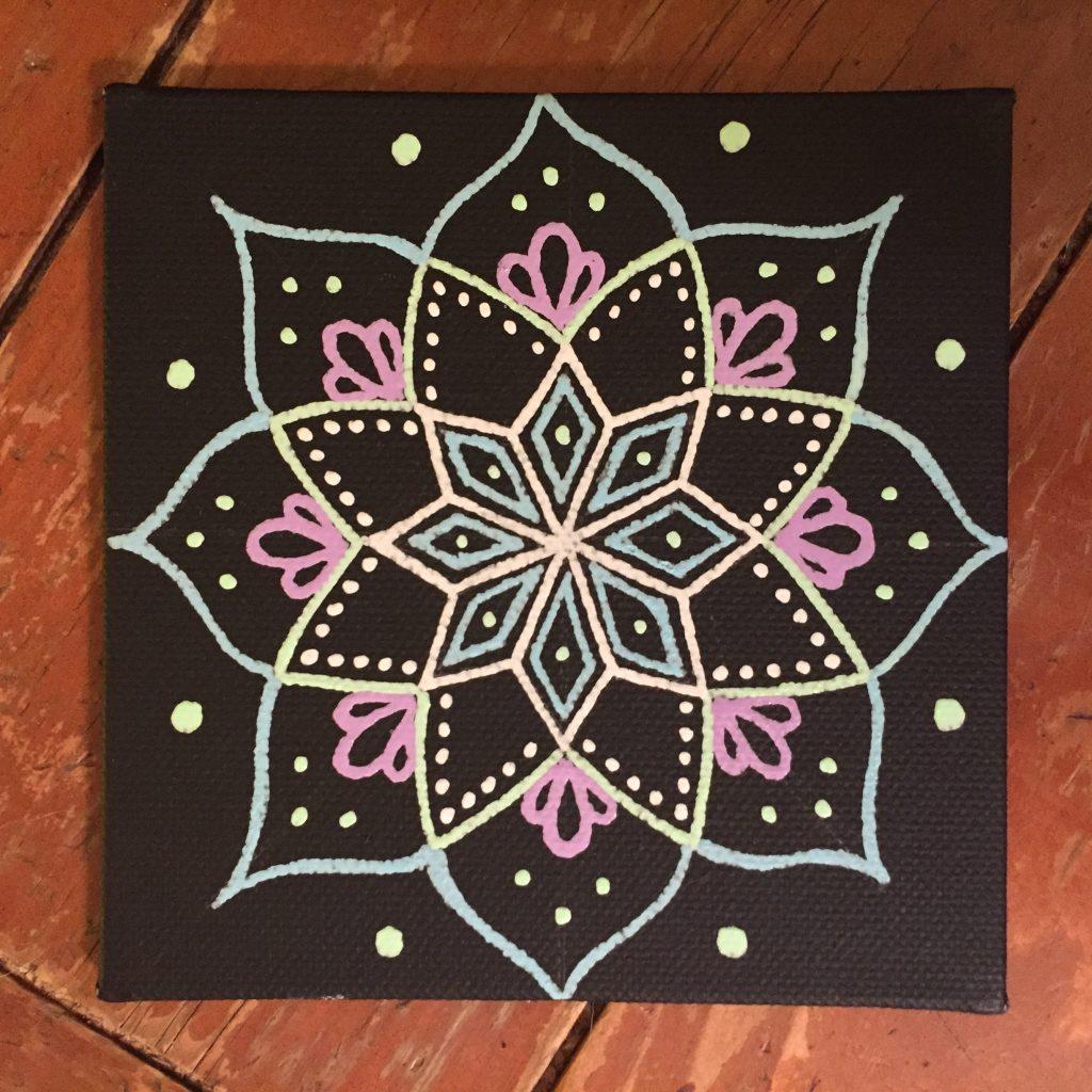 Mini-canvas magnet mandala in black, white, pink and blue